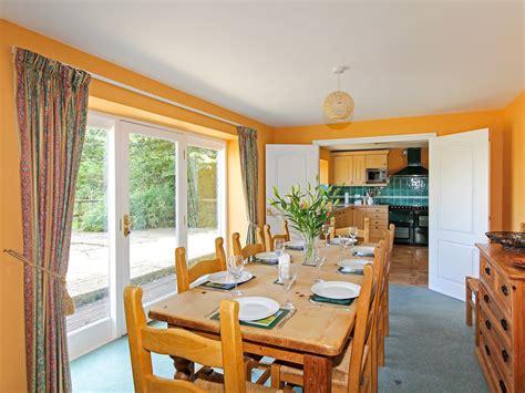 5 bedroom holiday cottages 5 bedroom cottage in bton dog friendly cottage in