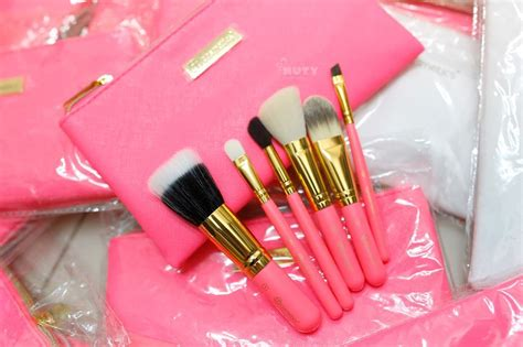 Bh Cosmetics Neon Pink bộ 6 cọ bh cosmetics neon pink brush set with cosmetic bag
