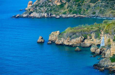 Die Strände und Buchten von Maro und La Herradura