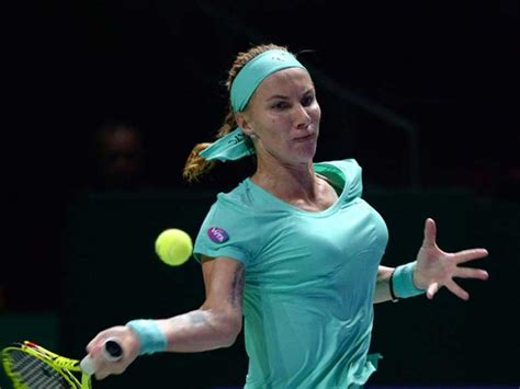 kuznetsova cuts her own hair to beat radwanska svetlana kuznetsova cuts her own hair in win over