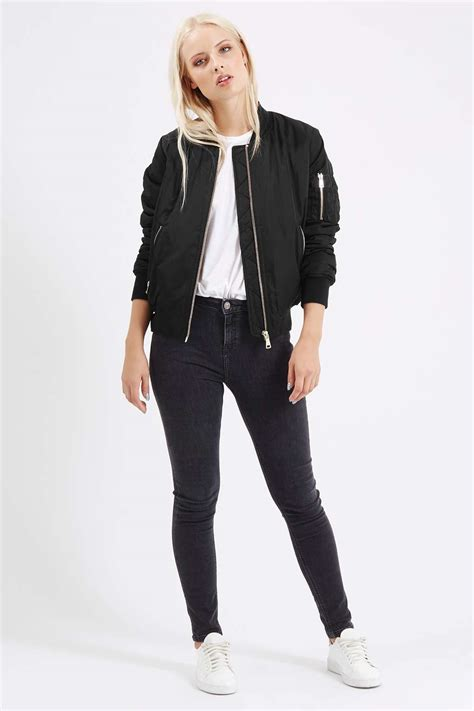Jaket Inv Bomber Simple Black hailey baldwin puts on a display in a simple black