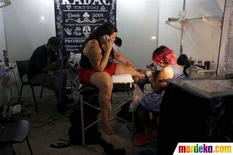 iqbal tattoo indonesia foto intip wanita seksi brasil antusias bikin tato