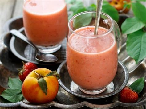 super simple strawberry peach smoothie healthy