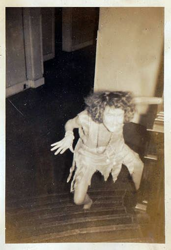 creepy vintage photographs   early  century    skin crawl