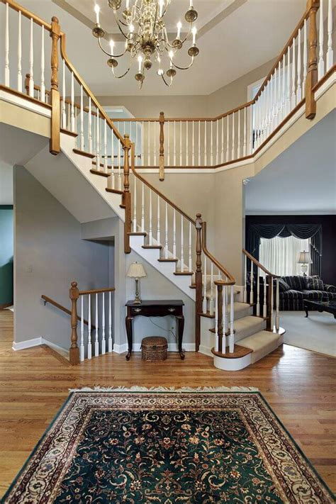23 Elegant Foyers with Spectacular Chandeliers (IMAGES)