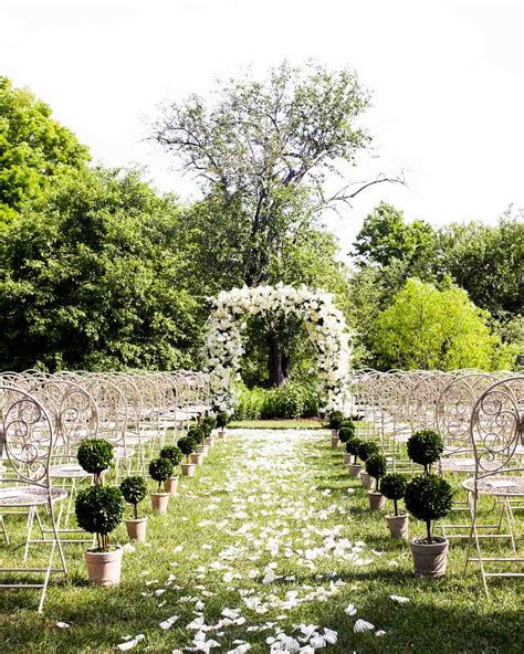 Wedding Arch Columns by 59 Wedding Arches That Will Instantly Upgrade Your