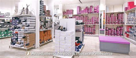 mobili per scarpe arredamenti per negozi calzature effe arredamenti