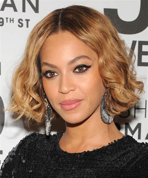 Beyonce Knowles Short Wavy Casual Bob Hairstyle   Light