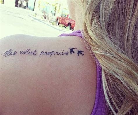 tattoo alis volat propriis significado 20 tatuagens em latim e seu significado mundo br