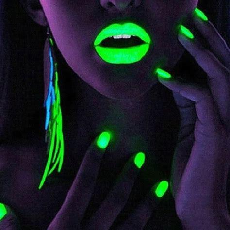Lipstik Glow glow in the lipstick on the hunt
