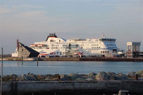 calais ferry port file ferry dans le port de calais en 2013 jpg