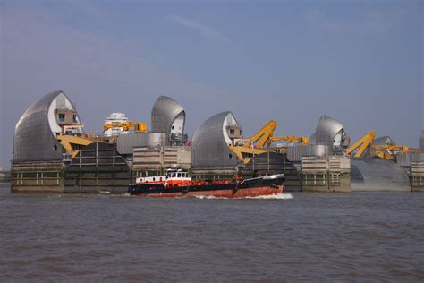 thames barrier in operation rally on thames haj 211 z 193 s a temz 201 n 2013 08 16 09 01