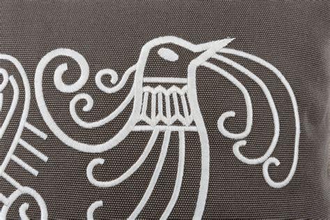 cuscini ricamati cuscini ricamati vetrine dell artigiano artistico