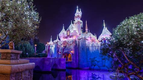 when do they decorate for christmas at disneyland www