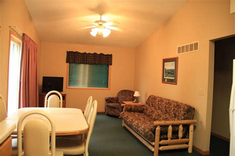 living room caign cabin 4 mille lacs lake cabin rentals nitti s hunters