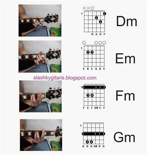 cara bermain gitar beserta kuncinya latihan dasar bermain gitar disertai gambar infected guitar