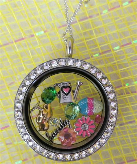 Origami Owl Living Locket Ideas - looking for easter gift ideas check out origami owl