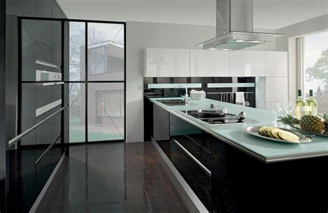 küche mit mittelinsel wohnzimmer grau weiss wandgestaltung