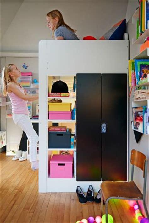 room designer spielen blick auf ein hochbett auf dem zwei m 228 dchen spielen in