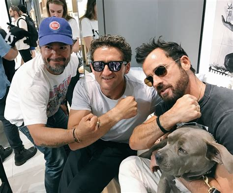 justin theroux dog lovecelebsblog justin theroux takes new dog kuma to