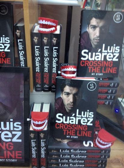 luis suarez crossing the fc barcelone un dentier avec la biographie de luis suarez