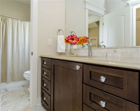 jack  jill bathroom  separate sink areasshared