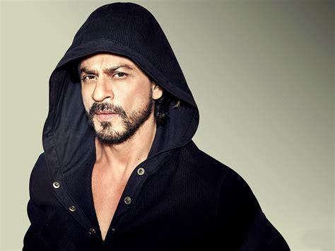 Shah Rukh Khan Biography - Childhood, Life Achievements ...