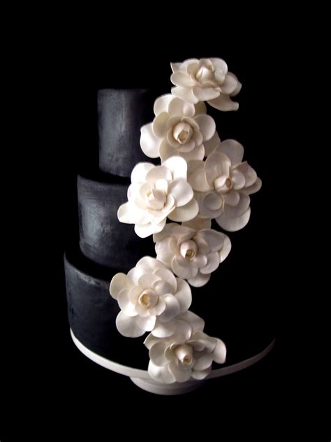 Black Wedding Cake Flowers the bridal cake black white flowers a beautiful