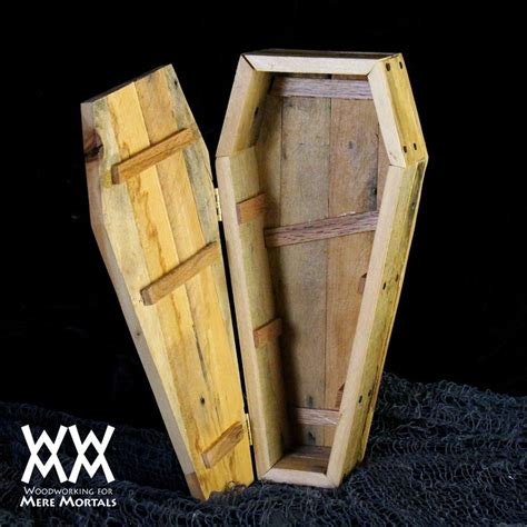 free woodwork projects toe pincher coffin dish easy pallet