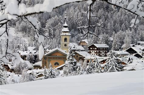 ufficio turismo cervinia ski in the alps italy