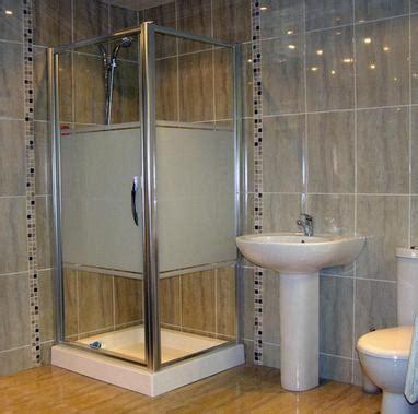 как класть плитку в ванной и туалете горизонтально или
