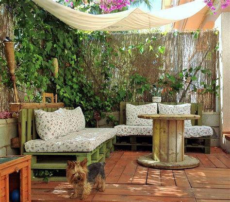 decorar el jardín y terraza un jard 237 n low cost con mucho encanto patios terrazas