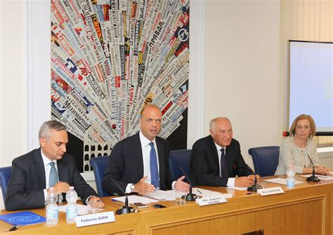 ufficio di immigrazione roma immigrazione presentata la cagna informativa aware