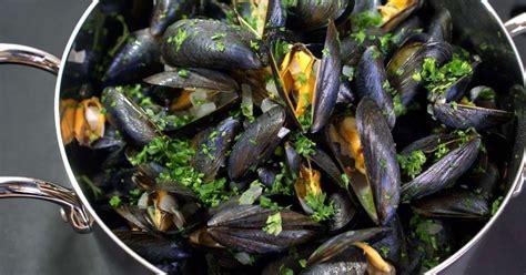cuisiner les moules moules marini 232 res recette des moules 224 la marini 232 re et