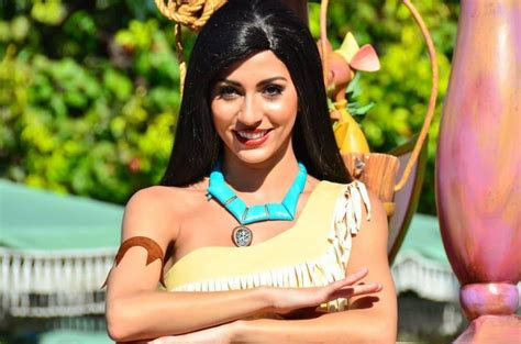 What Is Dapper Day by Un Spectacle Avec Pocahontas Et Raiponce 224 Disneyland