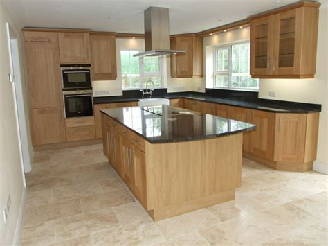 kitchens with light oak cabinets black granite worktop with cream floor tiles ιδέες για