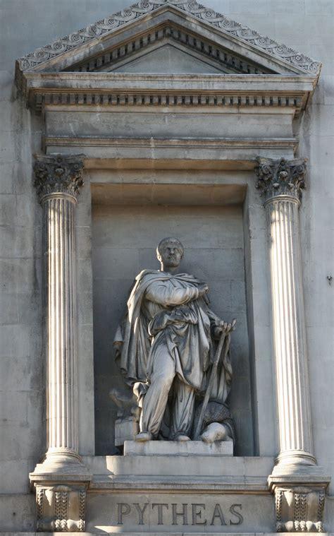 Statue Des Griechischen Seefahrers Pytheas An Der Fassade