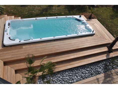vasca idromassaggio esterna costruzione zona relax sauna finlandese idromassaggio