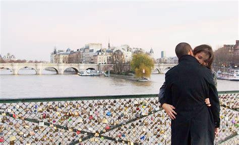 Gembok Cinta keberatan gembok cinta jembatan pont de arts nyaris ambrol dan sempat ditutup