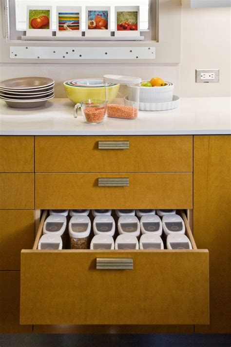 kitchen cabinet storage containers what s the best way to organize containers