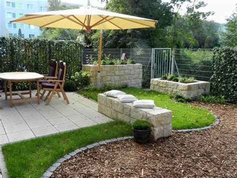 gartengestaltung kleine gärten gartengestaltung beispiele reihenhaus kunstrasen garten