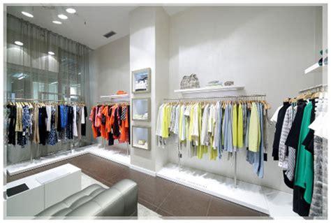 desain interior distro terbaru memilih model desain gantungan baju untuk toko pakaian