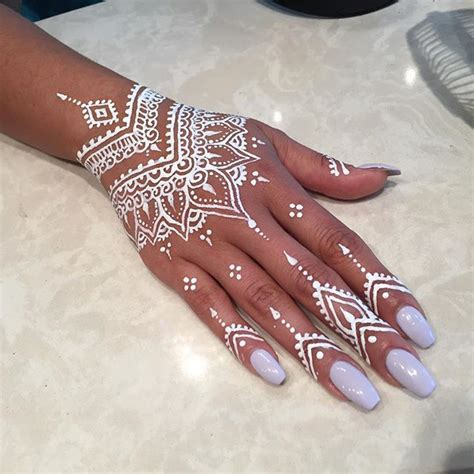 henna tattoo hand white 25 best ideas about henna designs on henna
