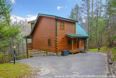 10 bedroom cabins in gatlinburg tn gatlinburg cabin the big moose 3 bedroom sleeps 10