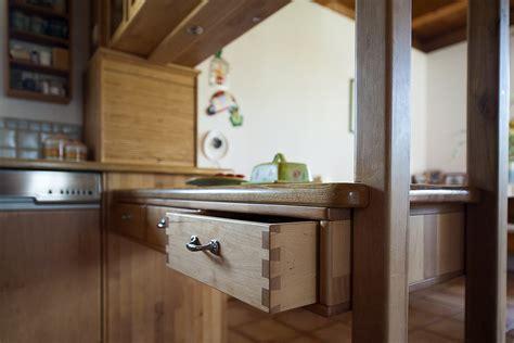 Neuer Schrank Geruch Neutralisieren by Feistritzer Holzk 220 Che M A H Gt M 246 Bel Aus Holz