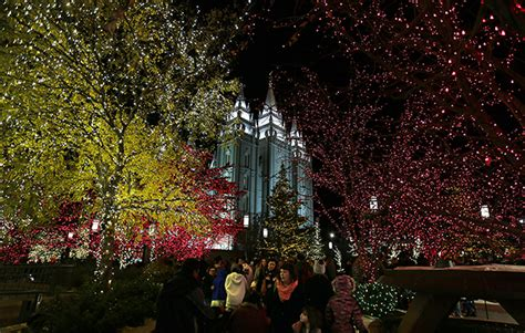 temple square lights 2017 2018 lights on temple square welcome visitors from
