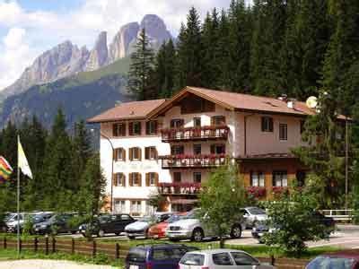 azienda soggiorno canazei albergo villa penia di canazei hotel per ferie