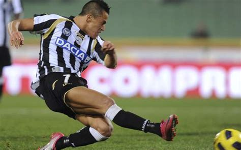 alexis sanchez udinese goals official barcelona complete signing of udinese s alexis