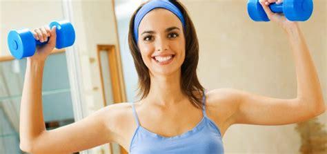 Dumbbell Wanita latihan membesarkan otot wanita trisep dan bisep