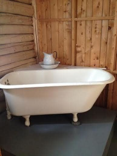 Grid Bathtub by Grid Log Cabin In The Wilderness With Tiny House Is